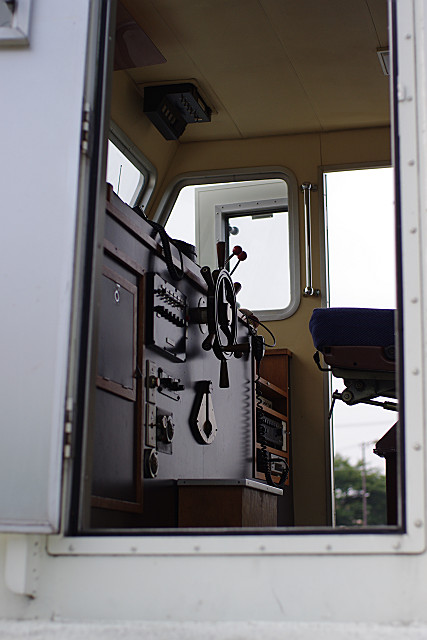 二階の操縦席と舵輪