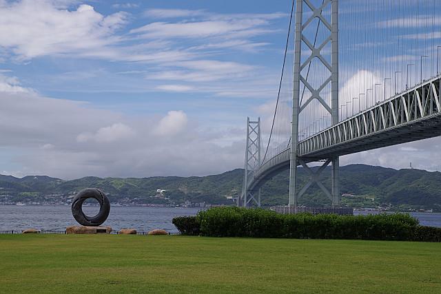 オブジェと明石海峡大橋