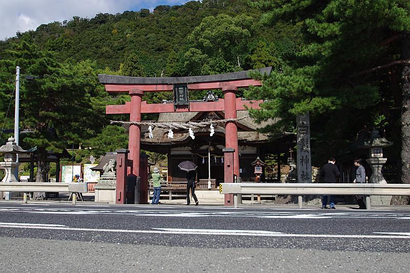 白髭神社の正面は琵琶湖