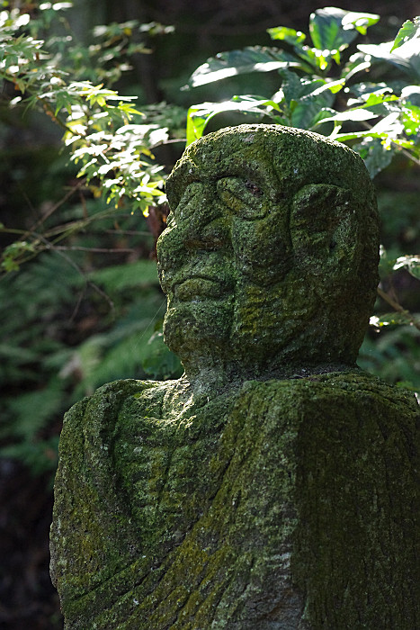 老師の石像