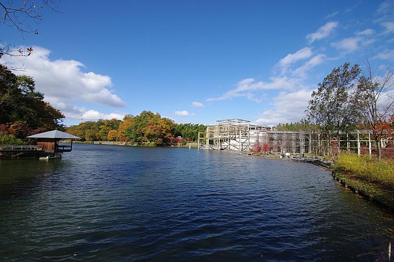 青空と水景園