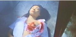 「高校大パニック」より。むき出しになった浅野温子の乳房。