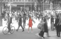 街の雑踏の中のくるみ