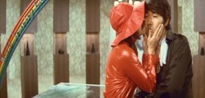 ルパンにキスする不二子