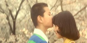 好きな女の子にキスをするれい子の弟