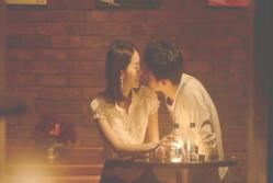 あの喫茶店で男にキスされとしている由以子