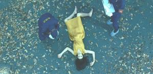 自宅のマンションの裏庭で発見された矢部鈴子の遺体