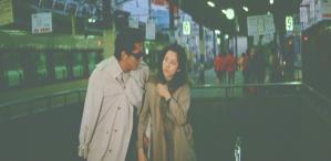 上野駅から避行する二人