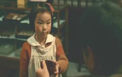 山本のおかわりのお椀を受けとうしている少女