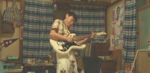 リードギターを弾く一平