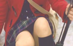 もう少しでパンツが見えそうなスカート