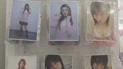 アダルトショツプに売られている純子そっくな女子高生の写真付きパンティー