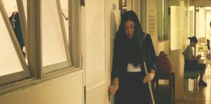 誠の見舞いに来たガムコ。そっとドアを閉める。