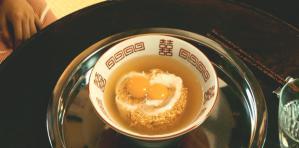 チキンラーメンに卵ふたつ
