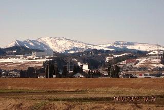 早春の牛岳