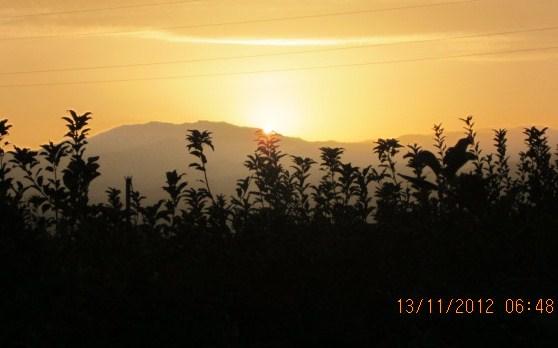 薬師岳に日は昇る