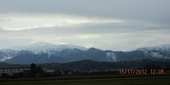 飛騨山脈に雪