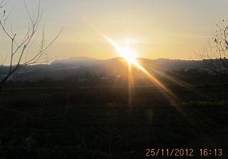 牛岳に日が沈む