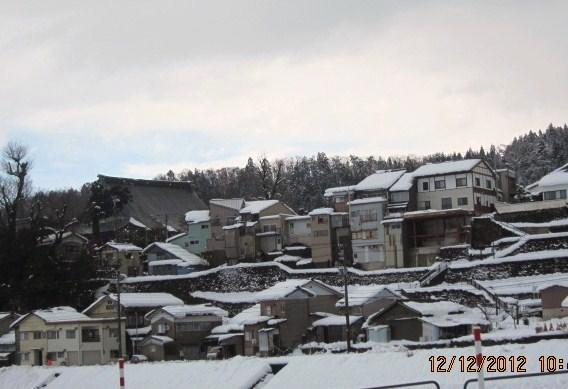 坂の町雪景色