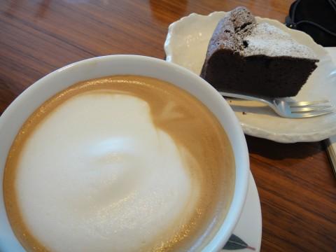 カフェラテとガトーショコラ