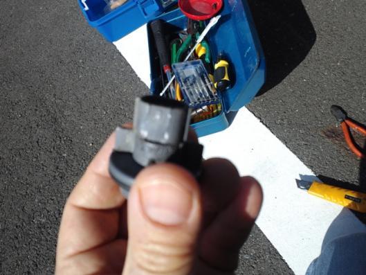 4月12日 CN9A ウインカーソケット 加工