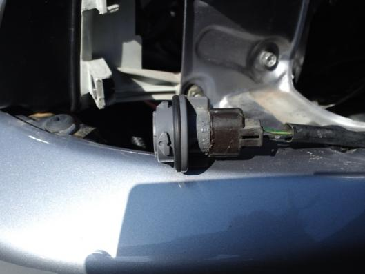 4月12日 CN9A 加工済み ウインカーソケット挿入