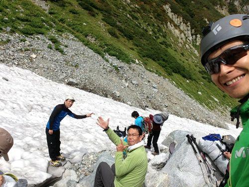 4雪渓に降り立って