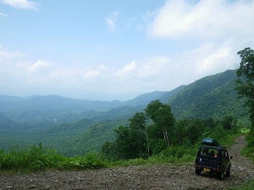 登山道から望む山々