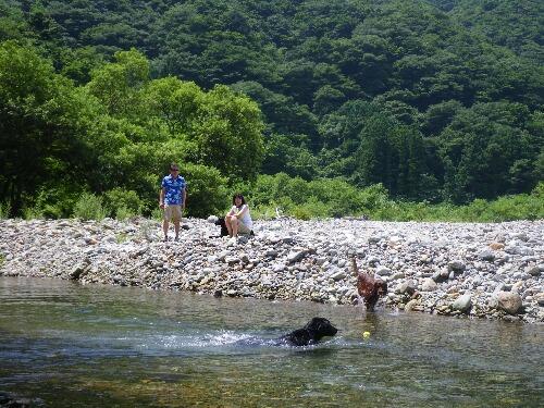 セナ家と川遊び