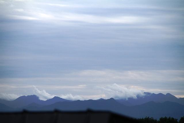 025南寄りの山並