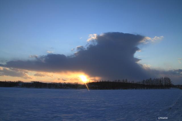 DPP0 668 624雪原と日没0443