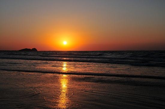 光る海10