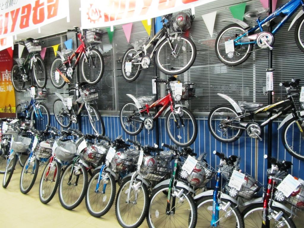 あとは色々な子供自転車が展示 ...