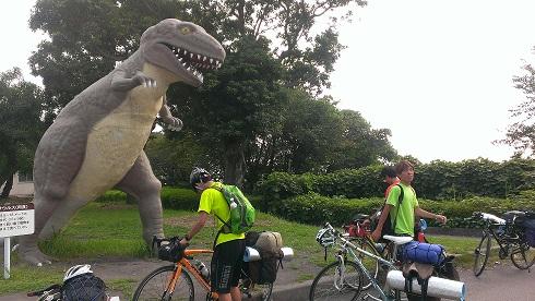 到着恐竜公園