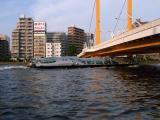 新大橋を潜るヒミコ