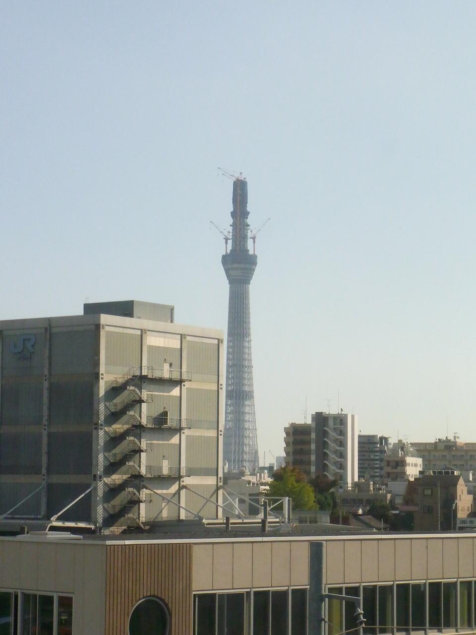 東京メトロ日比谷線の車窓から