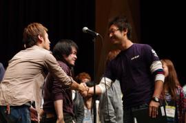 YH2010セミ握手