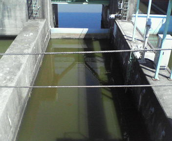 20110908長門川の酒直水門船往来用水位い調節水門