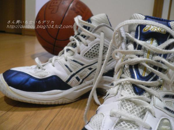 バスケットボールシューズとボール