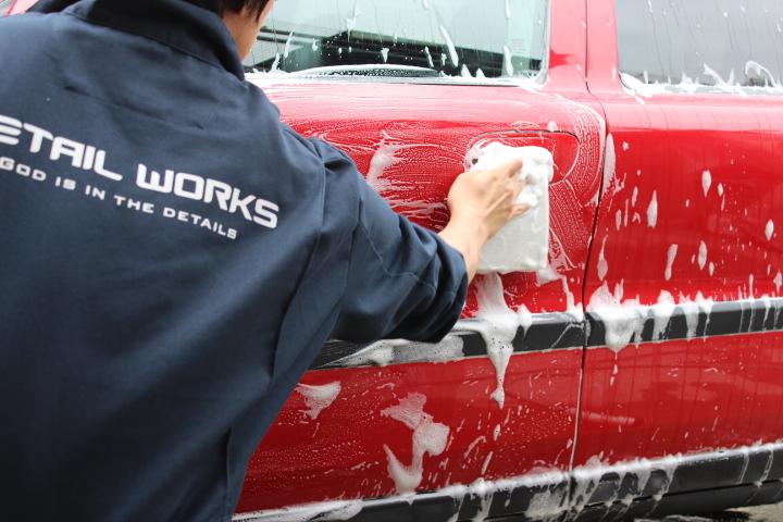 脱脂シャンプーによる洗車
