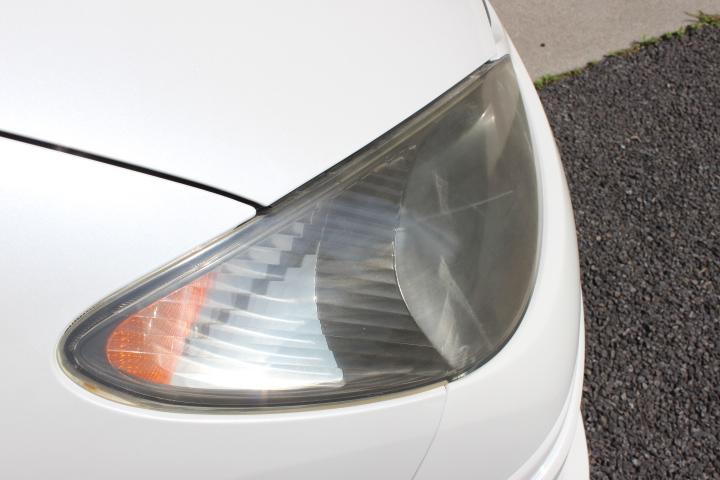 右側ヘッドライト
