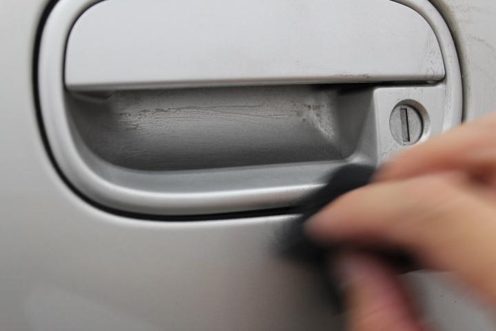 ドアカップ部の手磨き