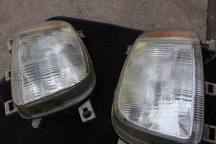 ヘッドライト磨き前