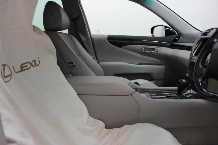 LS460車内