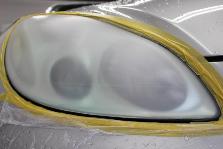 ヘッドライト磨き工程