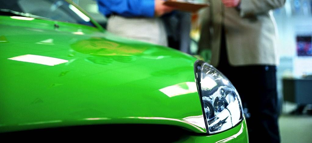 グリーンの車