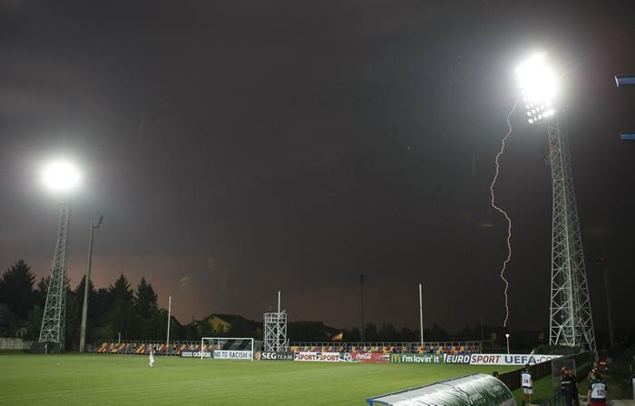 gran_tormenta_suspende_Espana-Belgica_vale.jpg