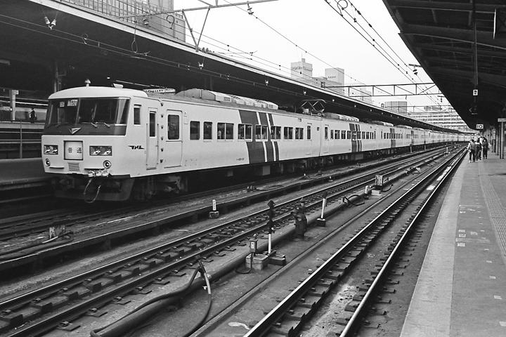 600403東京駅_東海道本線185系普通列車2
