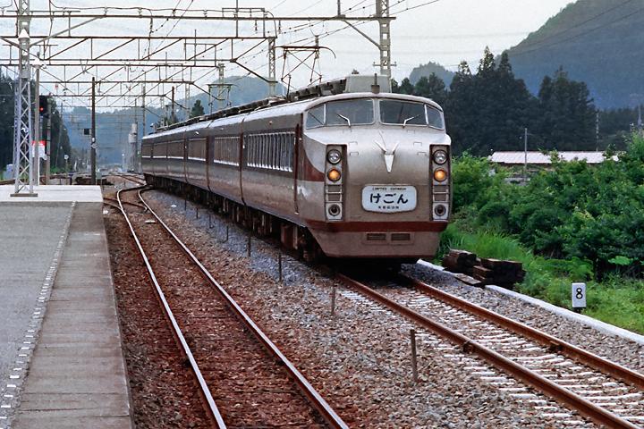 198603DRC特急けごん_板荷駅