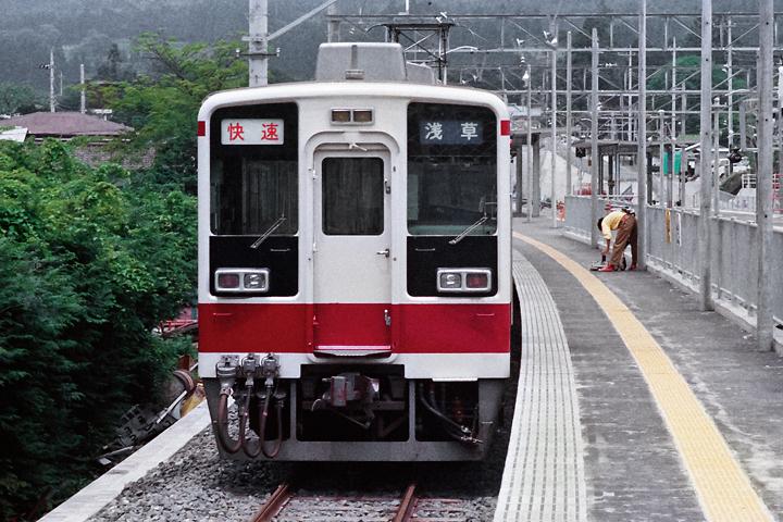 198603新藤原駅_6050系電車